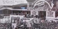 Первый митинг в честь праздника международной солидарности трудящихся 1 мая с участием японского и советского населения на привокзальной площади. Тоехара (Южно-Сахалинск)