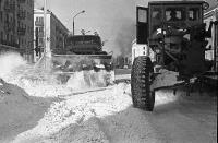 Серия снимков. Расчистка от снега ул. Ленина. Слева находился магазин 'Рассвет'