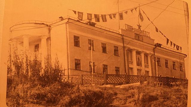 Мореходная школа в г. Корсакове. 7 ноября