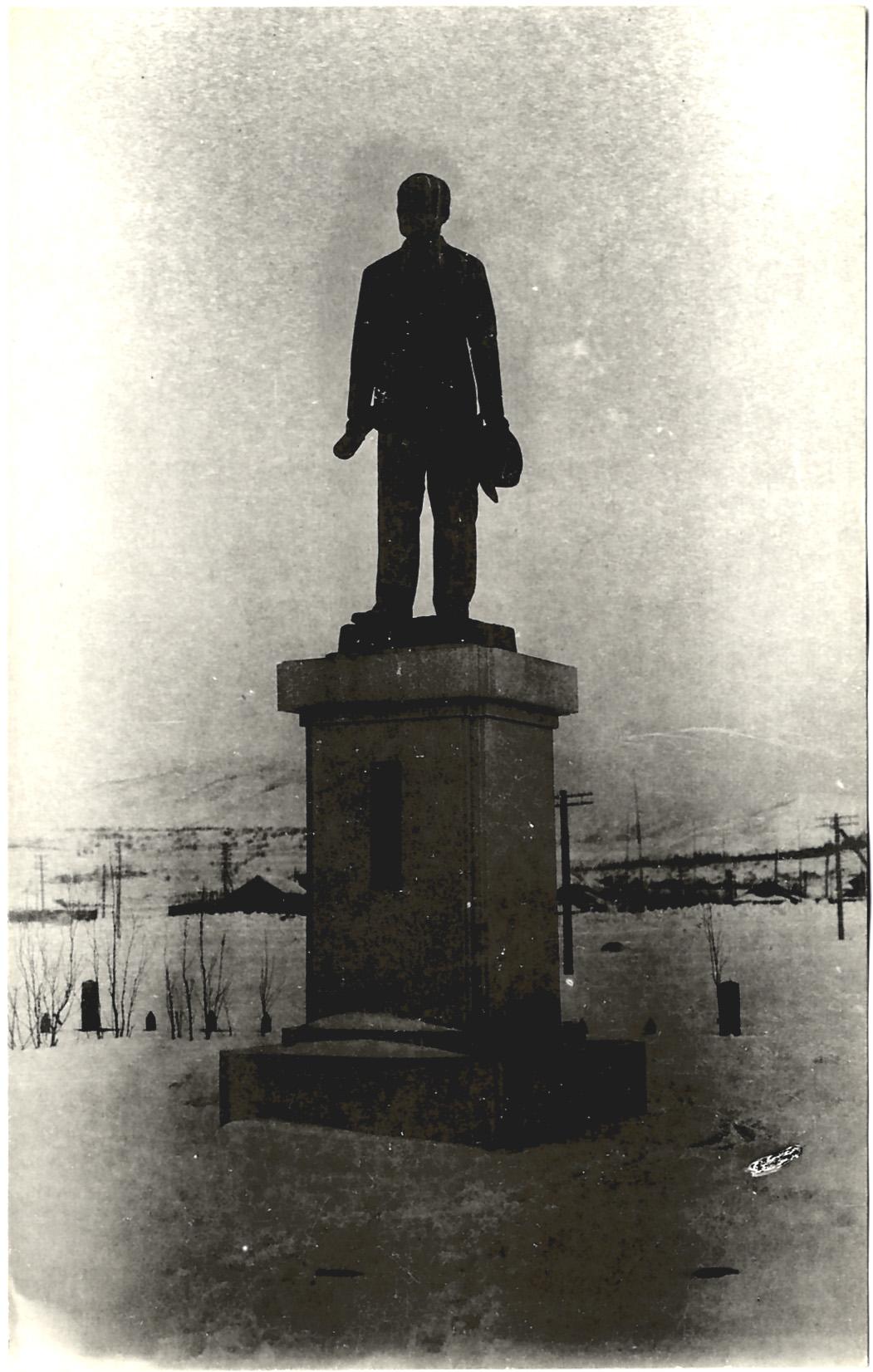 Бронзовая статуя Okawa Heisaburo в Томариору