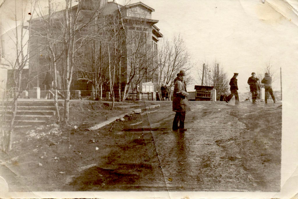 Улица Советская и здание Корсаковского ГОВД.