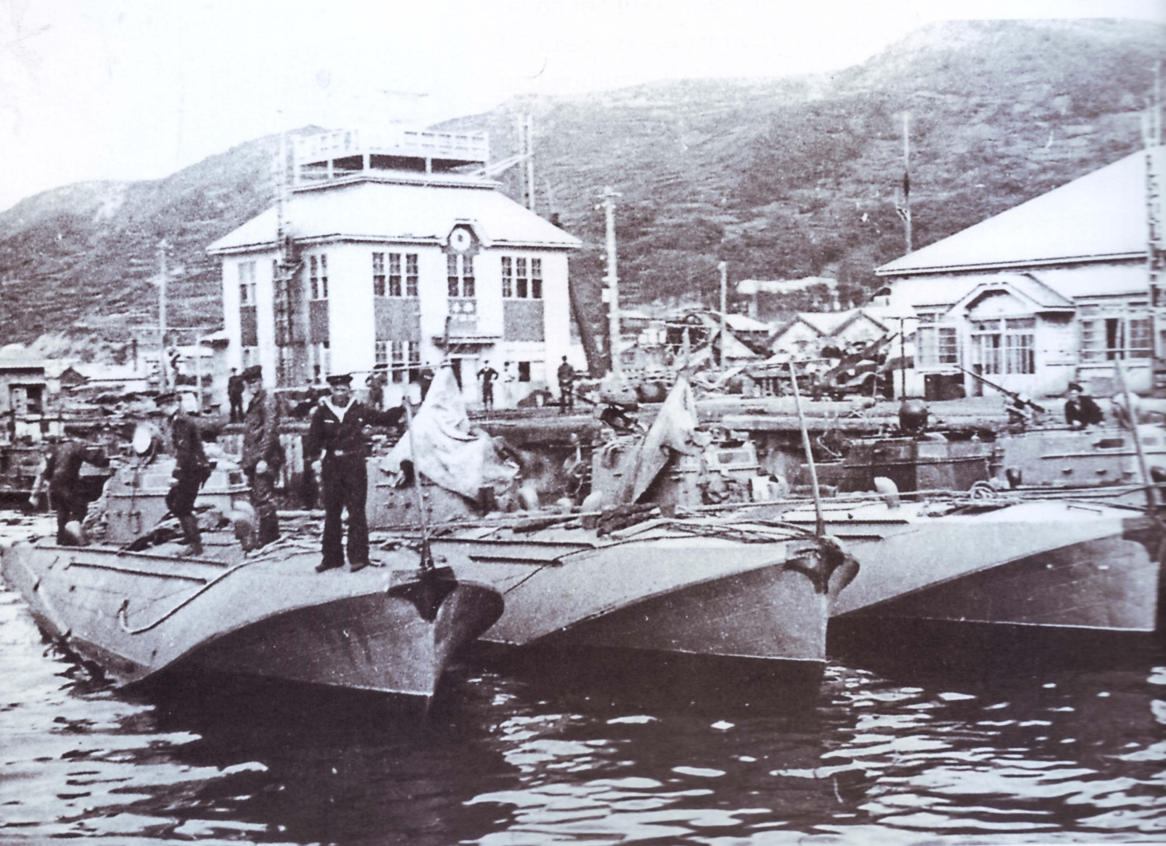 Катера в гавани Маока.