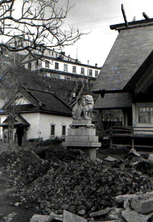 Один из стражей 'Кома-Ину' у бывшего храма Маока дзинзя.