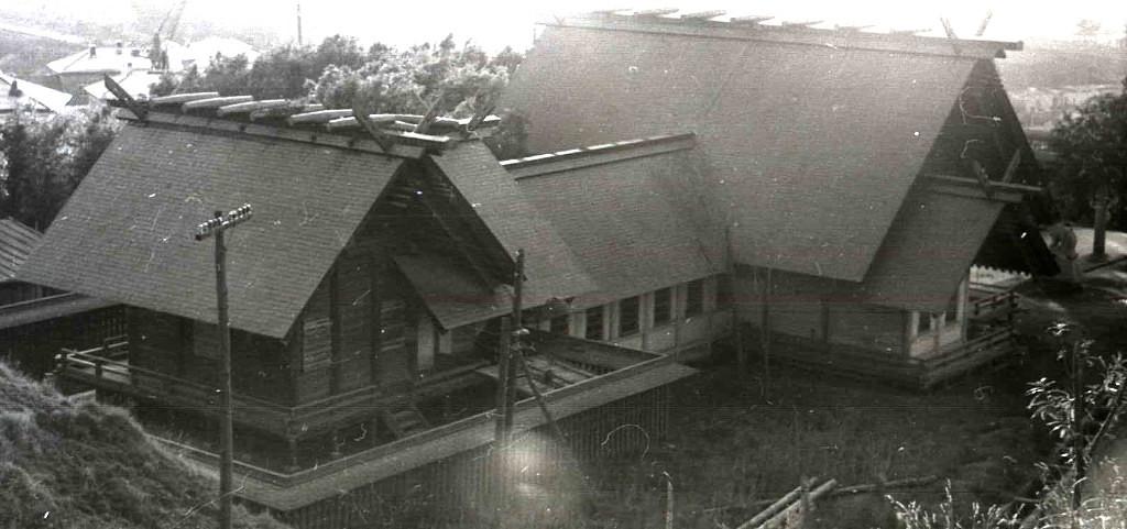 Дом пионеров и школьников. Бывший храм Маоку дзинзя. Вид сзади.