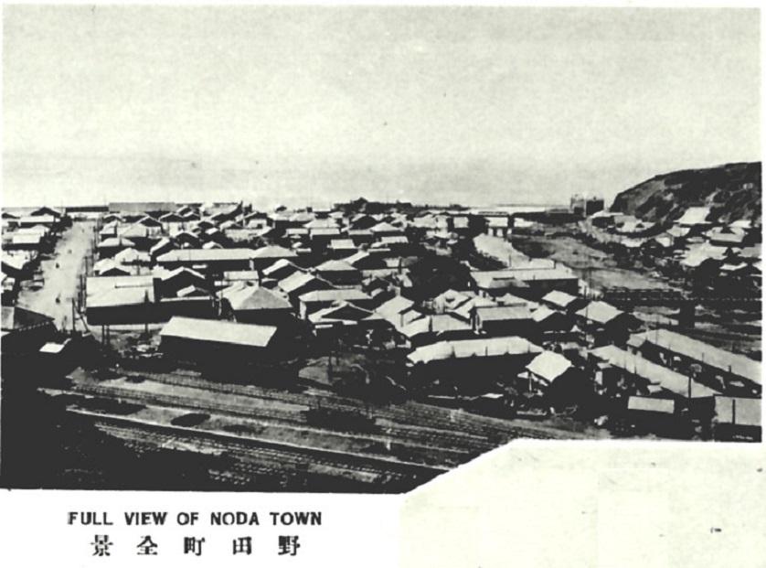 Вид на железнодорожную станцию и город Нода