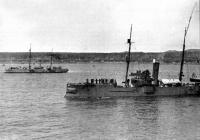 Японские канонерские лодки типа Майя прикрывают высадку войск на Сахалин в районе поселка Мерея 24 июня 1905г.