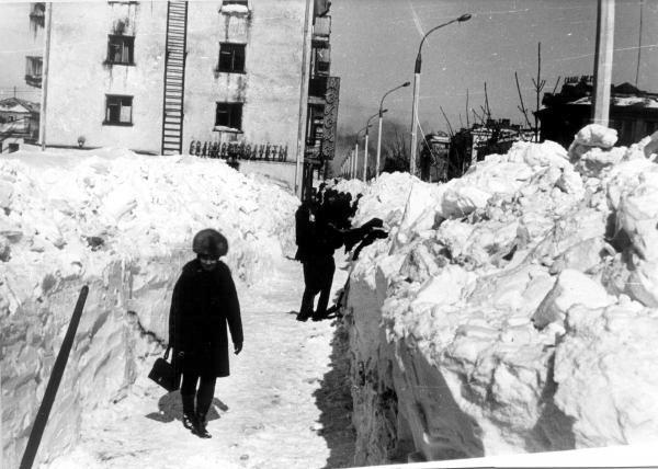 Расчистка улицы Ленина от снега. г. Южно-Сахалинск