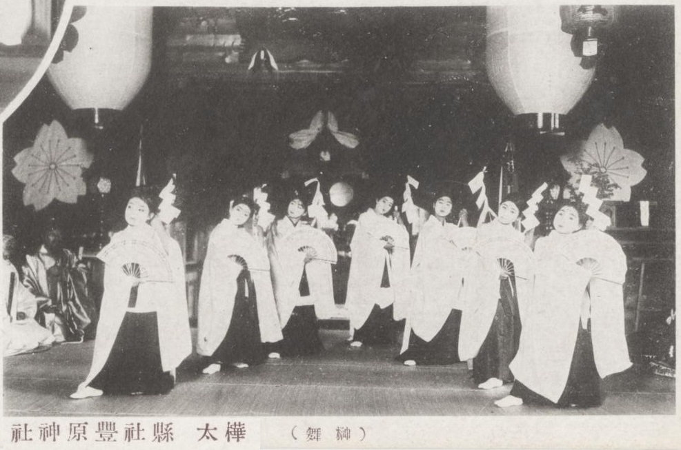 Праздник в Тоёхара дзиндзя