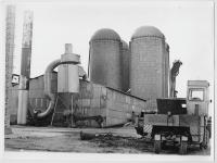 Отделение 'Березняки' совхоза 'Комсомолец'. Технология заготовки травяной муки и травяной резки методом сушки горячим воздухом в АВМ (агрегат витаминной муки) способствует стабилизации каротина в травяной муке.