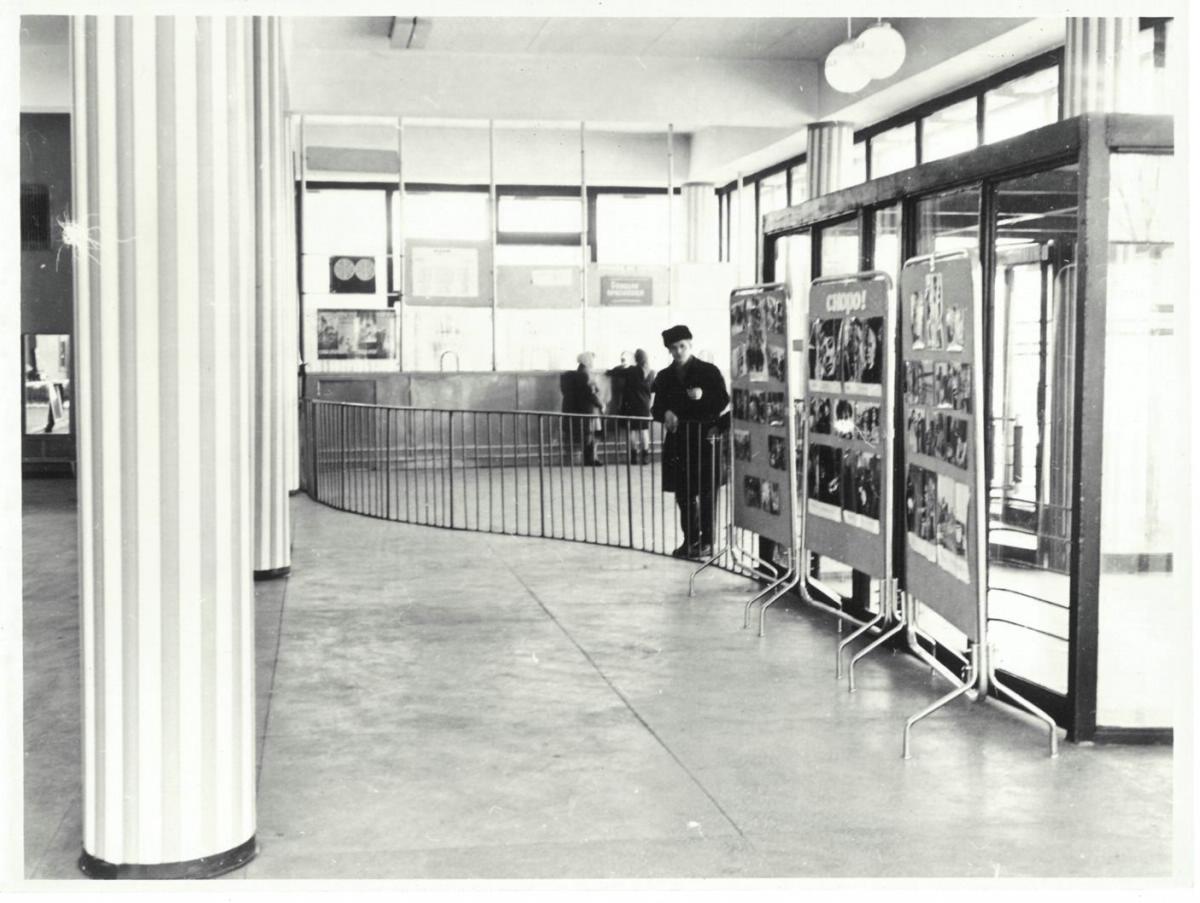 Вестибюль кинотеатра