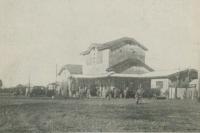 Железнодорожный вокзал г. Сикука. Движение до станции Сикука открыто в 1936 году