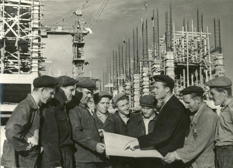 На строительстве Охинской ТЭЦ.