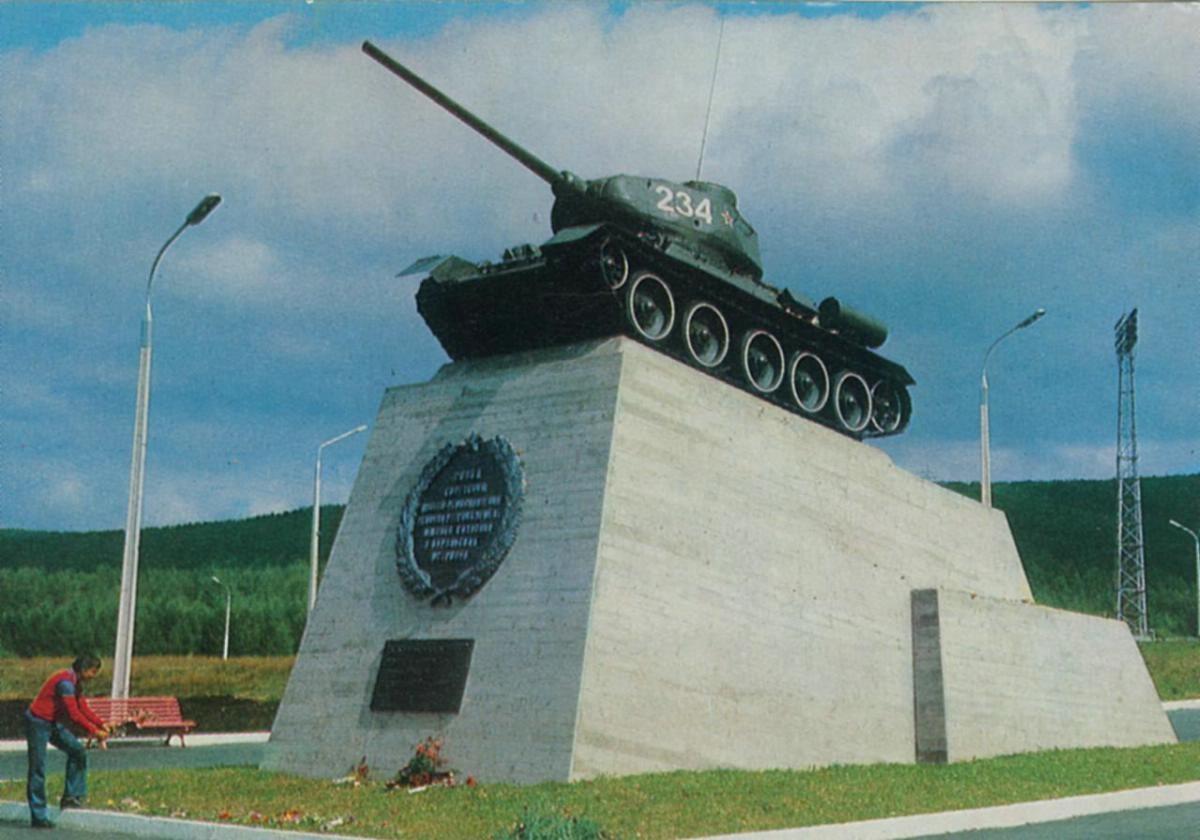 Монумент в ознаменования 30-летия победы над милитаристической Японией.