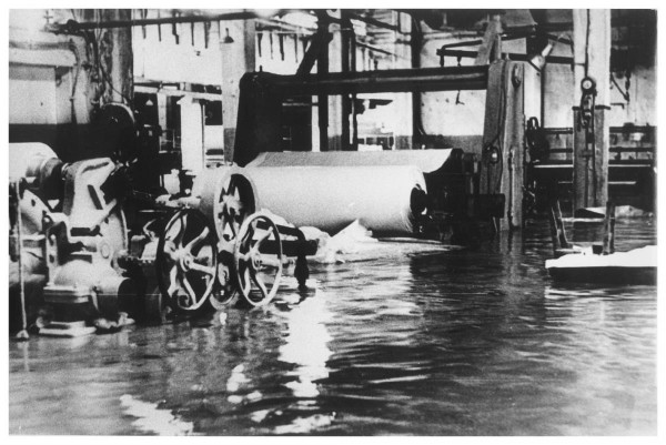 Затопленные цеха ЦБЗ после тайфуна 'Филлис'.