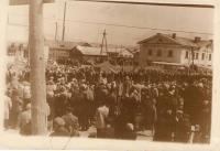 Демонстрация 7 ноября на улице Победы, рядом с кинотеатром 'Авангард'.