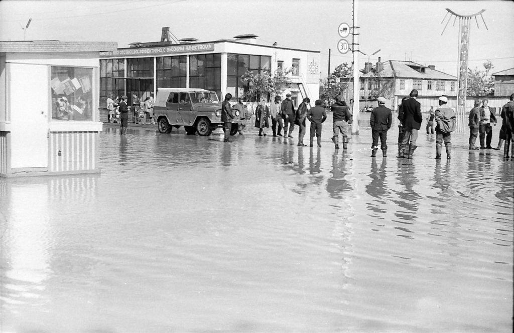 Последствия тайфуна 'Филлис' в городе Углегорск.