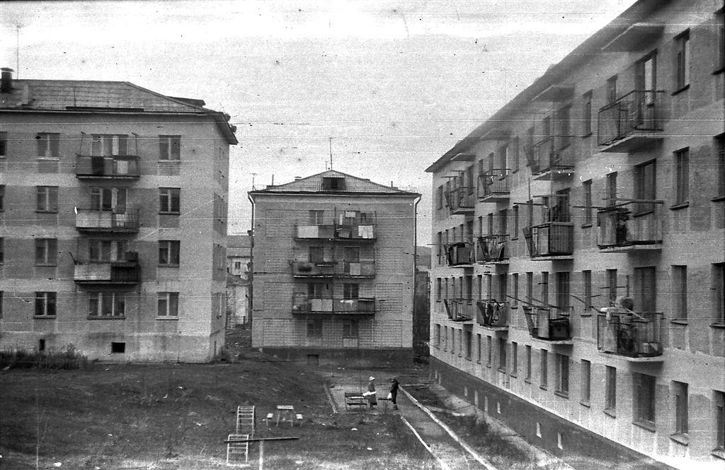 Дома по ул. Заводской. Справа дом 15.