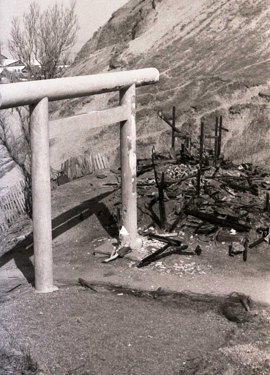 Остатки храма, после недавнего пожара.