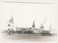 Первомайская демонстрация. Колонна порта возле строений порта.