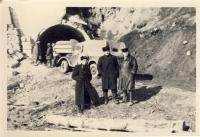 Перед взрывом тоннеля перед с.Поречье, Углегорского р-на. В.И.Лапин, зам.начальника ГОВД.