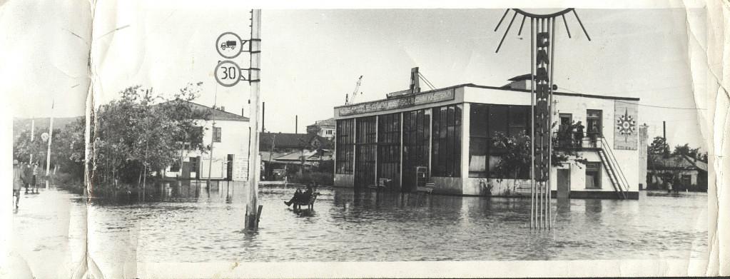 Последствия тайфуна 'Филлис', автовокзал г. Углегорска. Август.