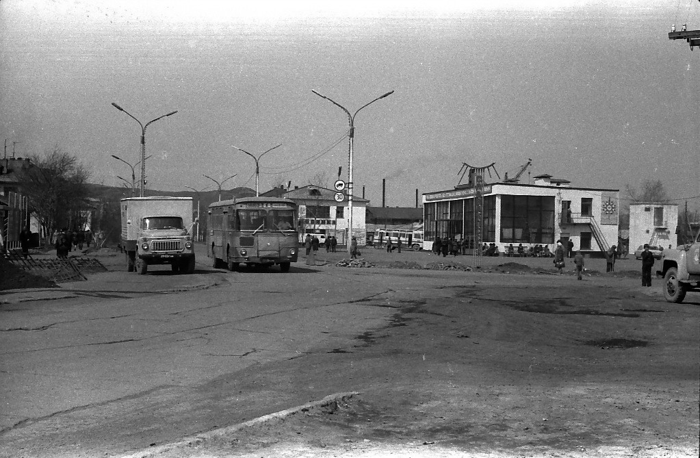 Автовокзал г. Углегорска. Май.