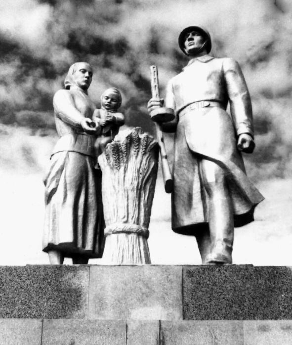 Мемориальный комплекс в честь воинов-земляков, погибших в годы Великой Отечественной войны (фрагмент)
