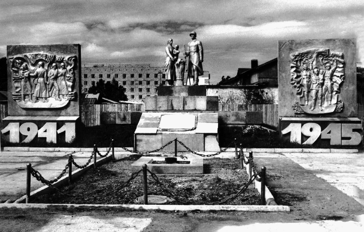 Мемориальный комплекс в пгт Ноглики в честь воинов-земляков, погибших в годы Великой Отечественной войны.
