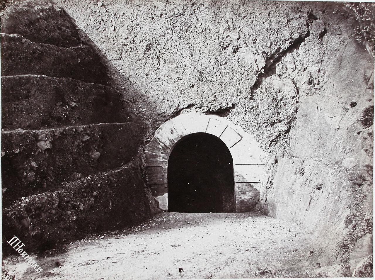 Вход в туннель имени императора Александра III через мыс Жонкиер