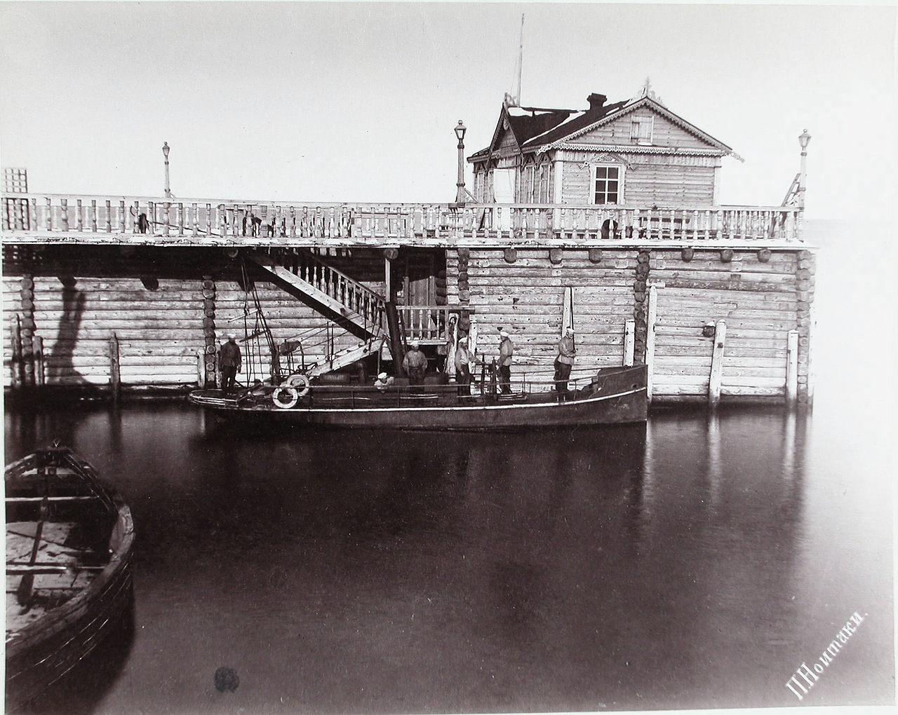 Вид парового морского катера Барон Корф у пристани поста Александровска