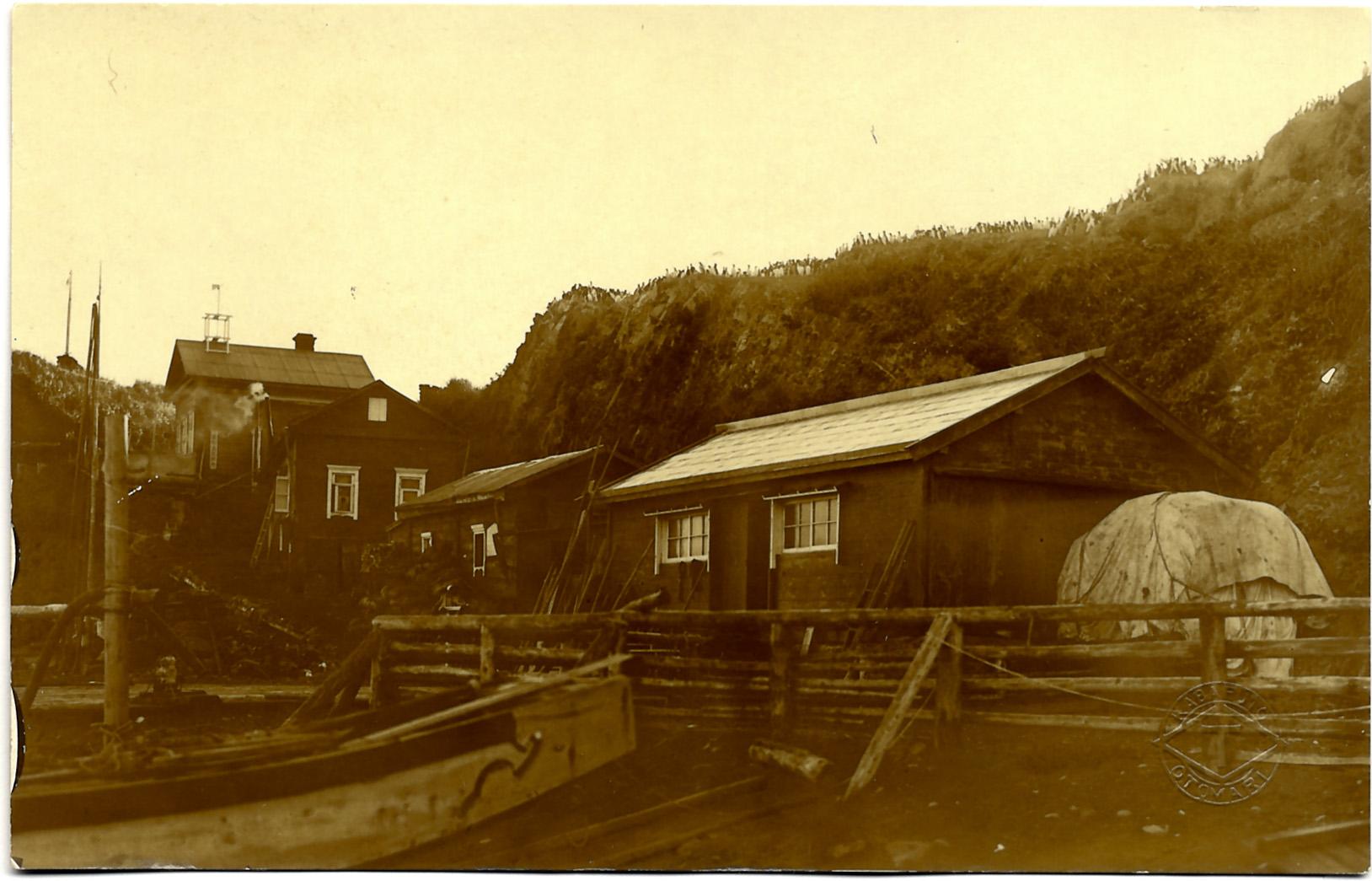 Хижины наблюдателей на острове Тюлений