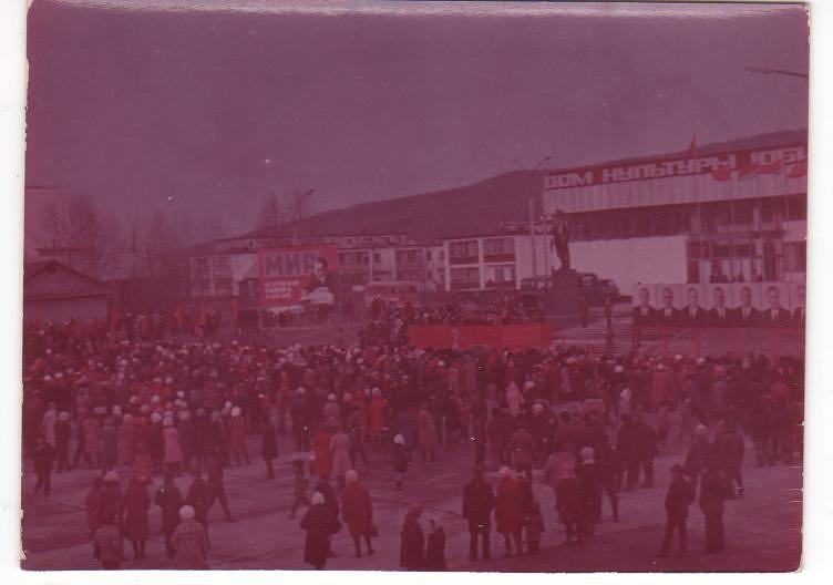 7 ноября. Открытие памятника В.И. Ленину, на площади Ленина.