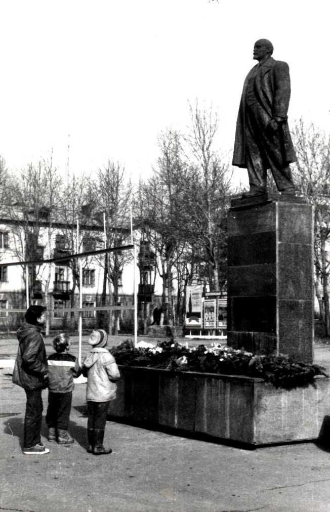 Памятник В.И. Ленину в г. Долинск