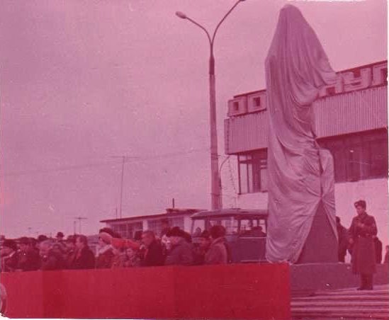 Утро 7 ноября. Открытие памятника В.И. Ленину.