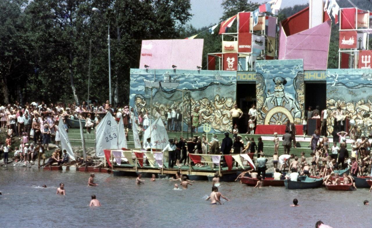 Празднование дня Рыбака в городском парке на озере Верхнем.