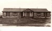 Старое здание дома культуры Рыбник в Северо-Курильске