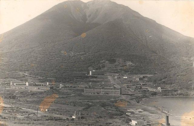 Вид на поселок Кратерный, остров Симушир.