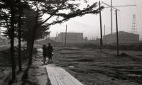 Улица Южная (сейчас - проспект Победы), деревянные тротуары. Вдали комплекс зданий телерадиокомитета.