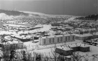 Вид на город Горнозаводск. В центре буквой П больница. Зима