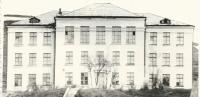 Здание средней школы №3 в Шахтёрске. Март.
