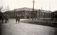 Весна. Старая школа №1. Угол Дзержинской и Безбожной.