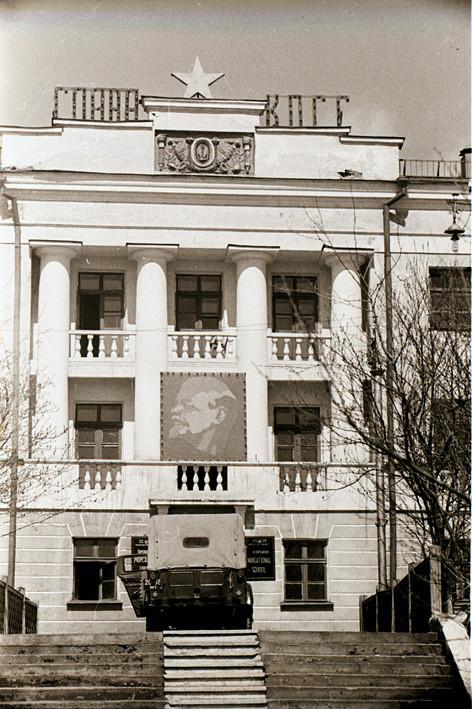 Вход в мореходную школу г. Корсаков