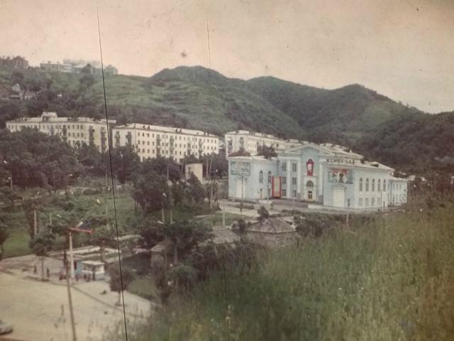 Вид на дом культуры Моряков города Холмск