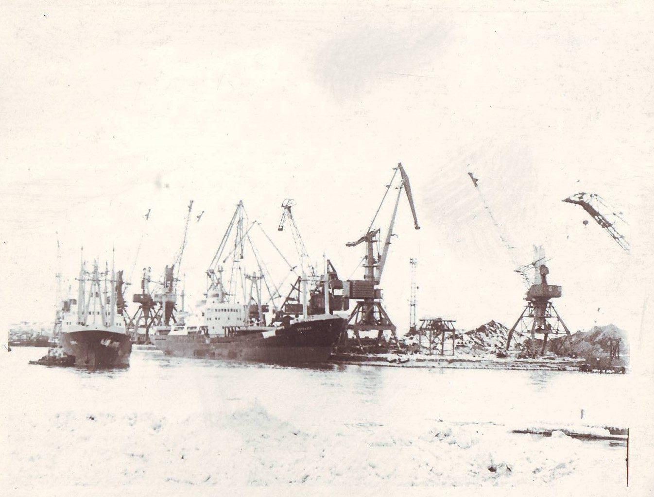 Холмский морской торговый порт. Февраль