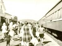 Посадка на поезд. Вокзал г. Макаров. Лето