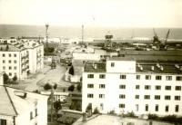 Вид на улицу Катерную и здание гостиницы 'Холмск'