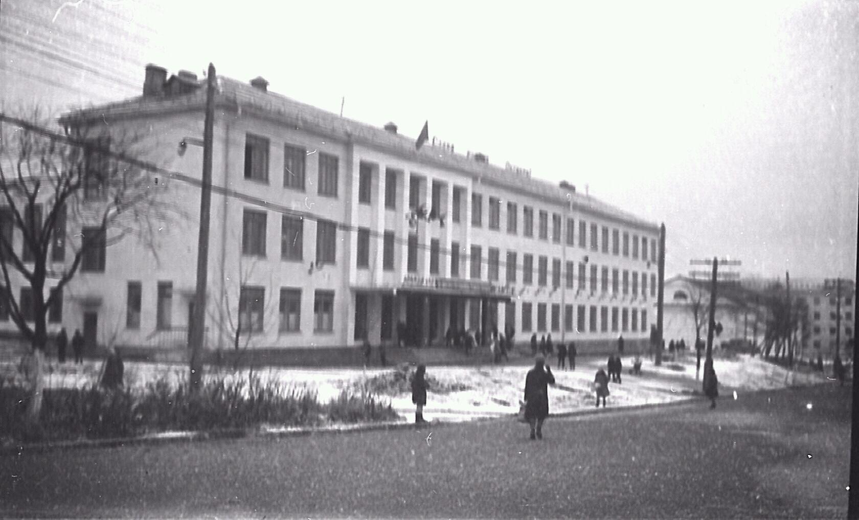 Вид на школу №2 г. Макаров