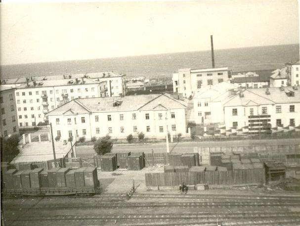 Район южного вокзала. Дома по улице Советской №19 и 21. г. Холмск