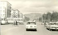Пересечение улицы Ленина и проспекта Победы. Слева книжный магазин