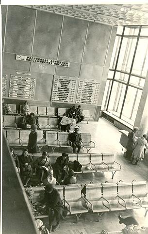 Зал ожидания на железнодорожном вокзале г. Южно-Сахалинск